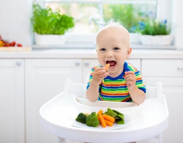 KAD BEBA POČNE JESTI jako je bitno da pravilno režete hranu