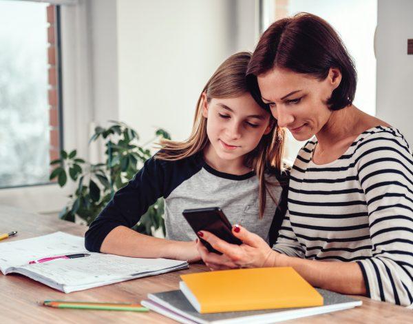 Kada je pravo vrijeme da djetetu date pametni telefon u ruke?