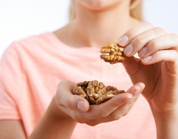Otkrijte zašto biste već danas trebali u prehranu ubaciti šaku oraha