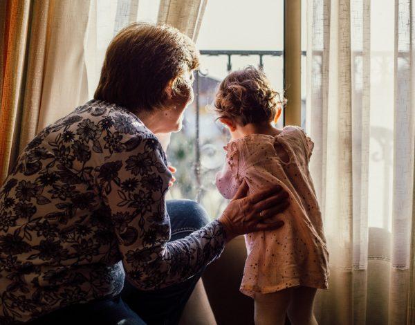 Evo kako bake i djedovi pomažu djeci nositi s traumatičnim događajima