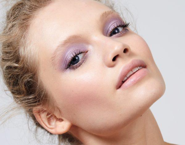 Avon je predstavio novu liniju veganskih proizvoda Distillery make-up