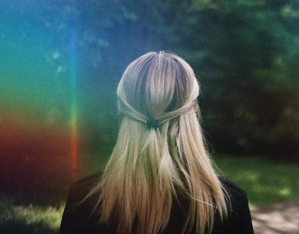 Znate li da sijeda kosa u nekim slučajevima može povratiti prirodnu boju?