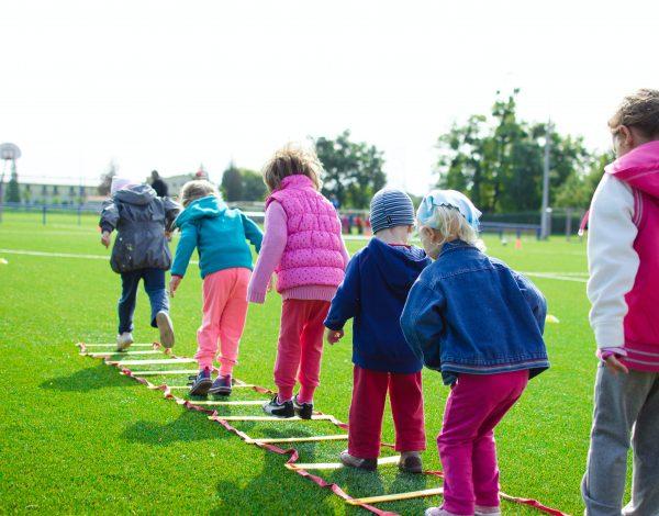Kako djecu naučiti da prihvaćaju sebe i druge te da poštuju različitosti?