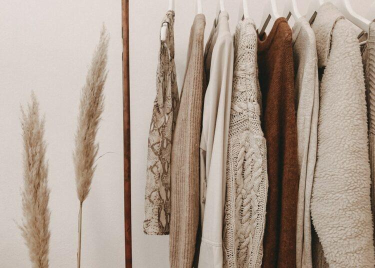 razvrstavanje odjeće i čišćenje ormara