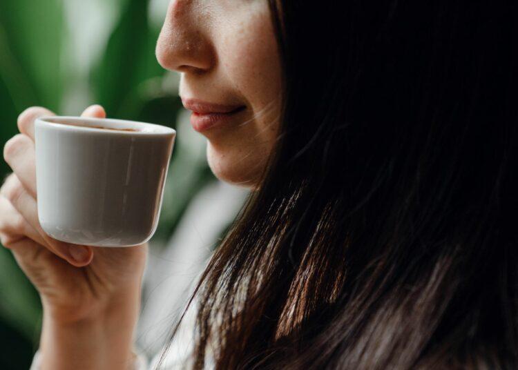 kava, jutro, ispijanje kave, kupaonica
