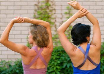 prijateljice vježbaju