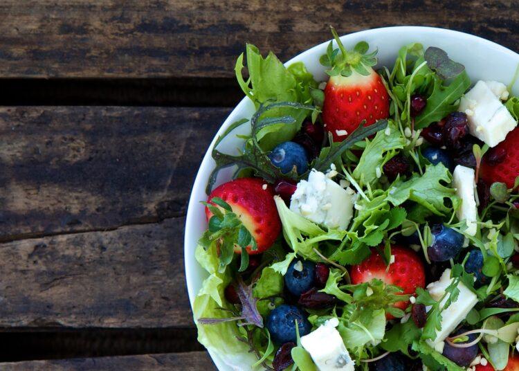 salata s borovnicama