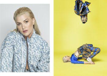 """Zalando, vodeća europska internetska modna i lifestyle platforma, dolaskom u Hrvatsku, obilježio je svoje kontinuirano širenje na nova tržišta, i to izložbom koja slavi domaću modnu kulturu i moć izražavanja. Izložba fotografija koje je snimila Mare Milin, jedna od najpoznatijih hrvatskih modnih fotografkinja, nadahnuta je različitim aspektima ljudske osobnosti te se oslanja na nenadmašni modni Zalando asortiman kako bi prikazala najrazličitije odjevne kombinacije. Kampanja #FindYourAngle pokazuje svu raznolikost mode koju nudi Zalando, demonstrirajući ponudu stilova za svaku prigodu i u svakom pogledu. Inspirativna izložba prikazuje domaće modele, umjetnike i kreativce koji su najbolji predstavnici hrvatske modne kulture. Fotografije su koncipirane kao razigrani modni diptisi, koji besprijekorno ocrtavaju ključne Zalando vrijednosti - raznolikost i uključivost. Prva fotografija diptiha prikazuje portrete osoba kakve ih poznajemo u svakodnevici, dok su na drugoj snažno naglašeni različiti dijelovi njihovih ličnosti, odnosno postavljeni su u situacije i poze u kojima ih nismo naviknuti gledati. Želja je bila prikazati da svi, promatrani iz više perspektiva, pokazujemo mnogo različitih strana karaktera, ali da smo u suštini sve to - upravo mi. Ispred objektiva Mare Milin stali su glumac Slavko Sobin, modna novinarka i jedna od prvih hrvatskih blogerica Ana Bacinger, prvi hrvatski plus-size model Lucija Lugomer, članica domaćeg queer kolektiva House of Flamingo, neponovljiva Roxanne Flamingo, lifestyle influencer Marko Medić te modeli Lidija Lešić i Karla Zelić. Modni diptisi pokazuju svu raskoš individualnosti fotografiranih lica kampanje. Njihove živopisne i prštave modne kombinacije, koje je pažljivo izabrao stilist Petar Trbović, moći će se kupiti skeniranjem QR kôda, priloženog uz svaku fotografiju. Izložba je otvorena sve do 28. rujna u poznatom zagrebačkom art baru Botaničar. """"Moji planovi za postavljanje vlastite izložbe u Botaničaru početkom 2020. godine stavl"""